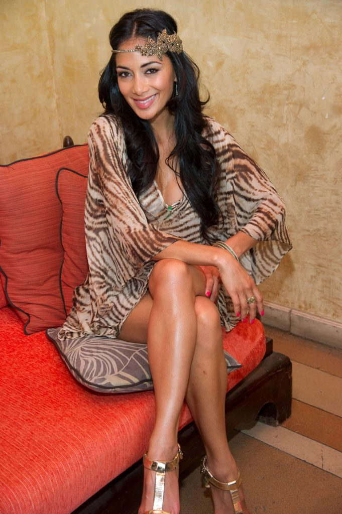 Nicole Scherzinger Sexy Legs Wallpapers