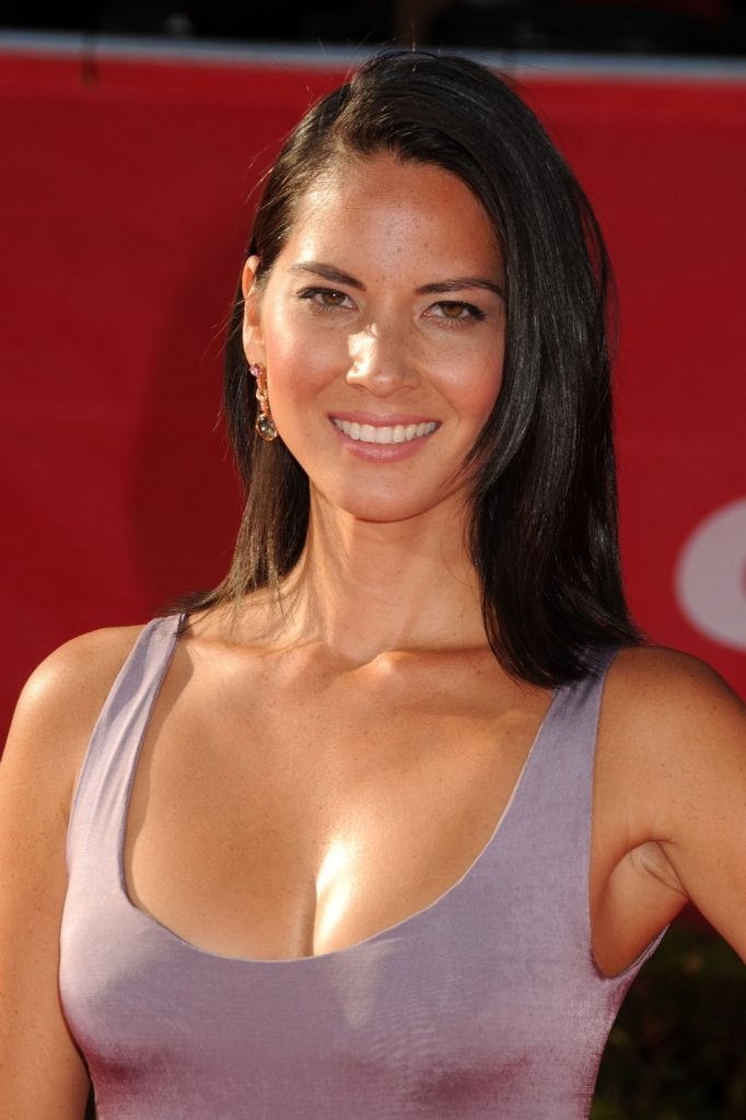 Olivia Munn Hot Cleavage Pics