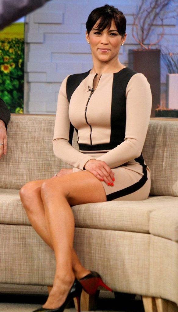 Paula Patton Sexy Legs Pics