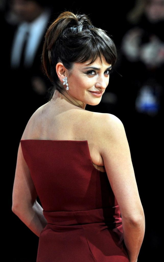 Penélope Cruz Backside Pics