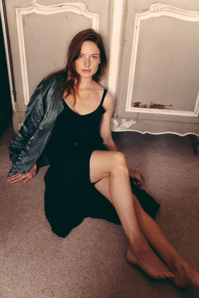 Rebecca Ferguson Sexy Legs Pictures