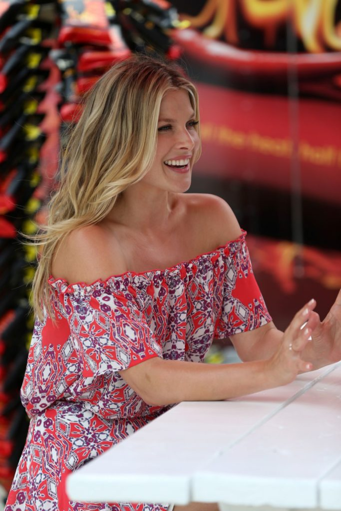 Ali Larter Very Sexy Smile Pictures