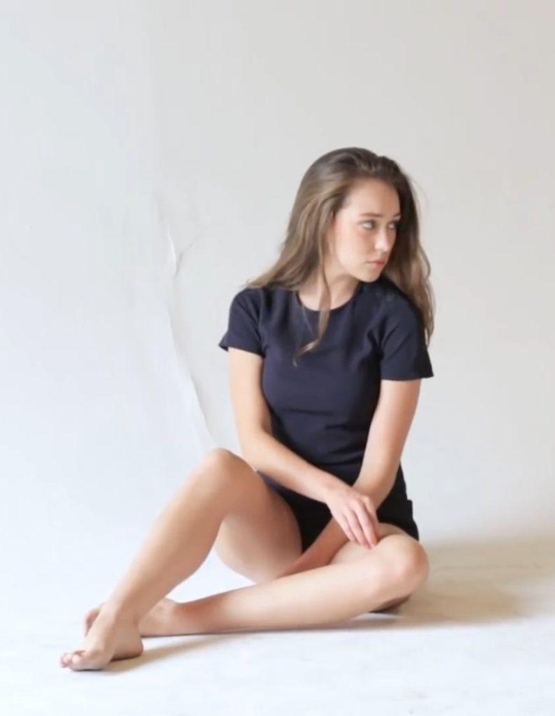 Alycia Debnam-Carey Swimsuit Pictures