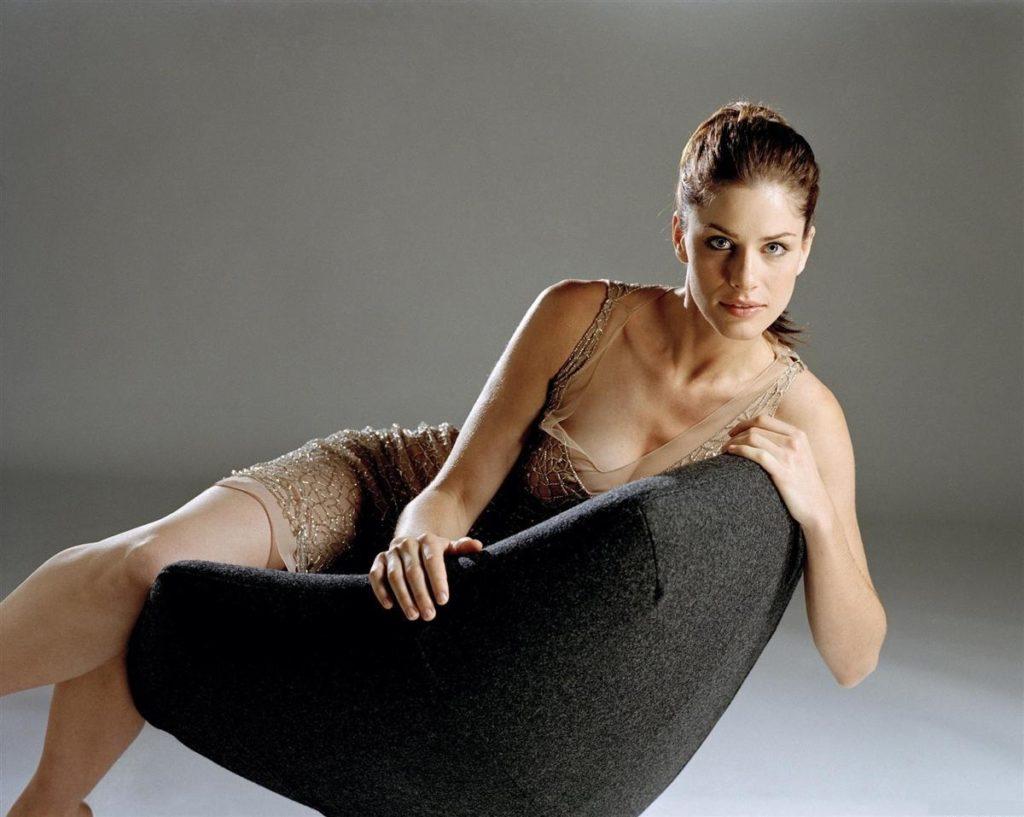Amanda Peet In Undergarments Images