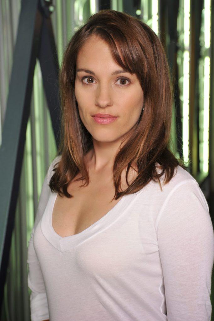 Amy Jo Johnson Body Measurements Pics