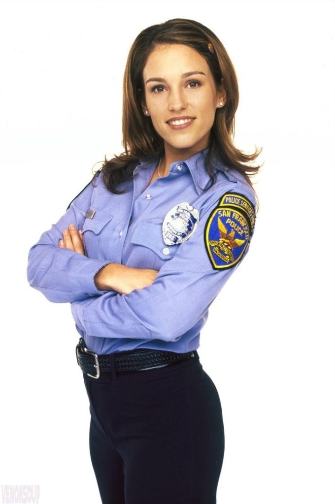 Amy Jo Johnson New Look Pictures