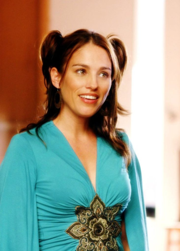 Amy Jo Johnson Smiling Pictures