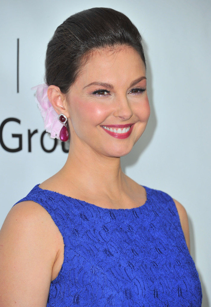 Ashley Judd Bold Photos