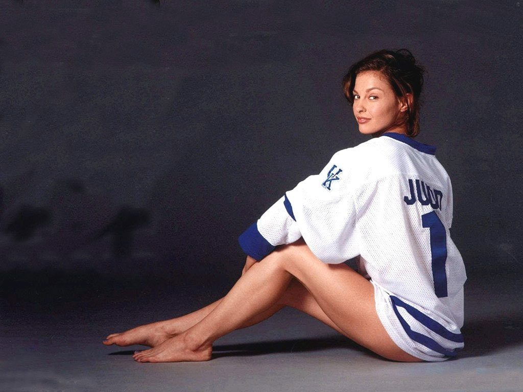 Ashley Judd In Bikini Photoshoots