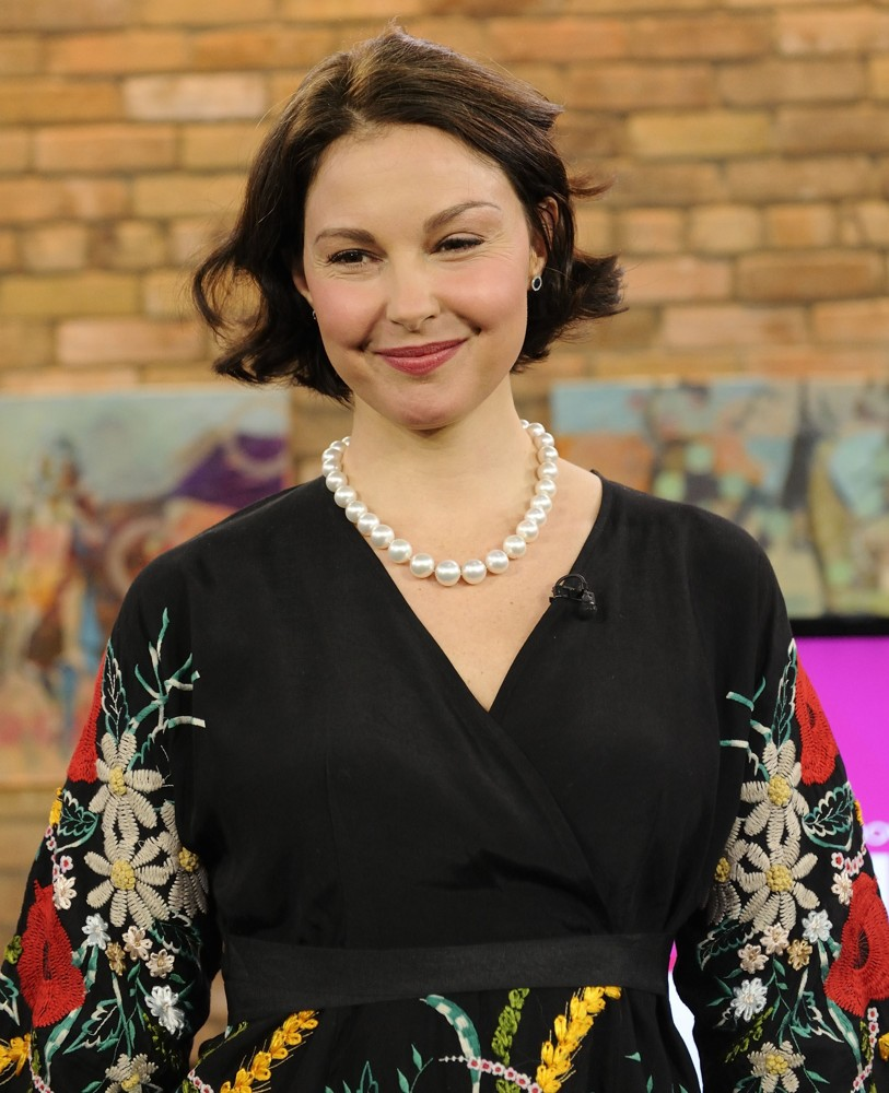 Ashley Judd Smiling Photos