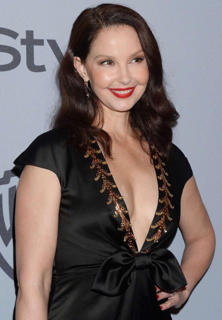 Ashley Judd Without Bra Pics