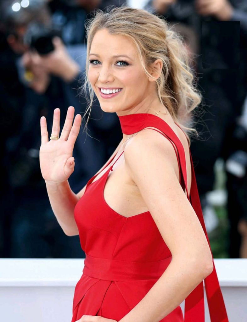 Blake Lively Cute Smile Pics