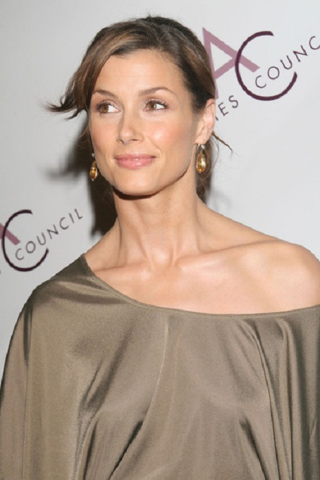 Bridget Moynahan Offsholder Clothes PIcs