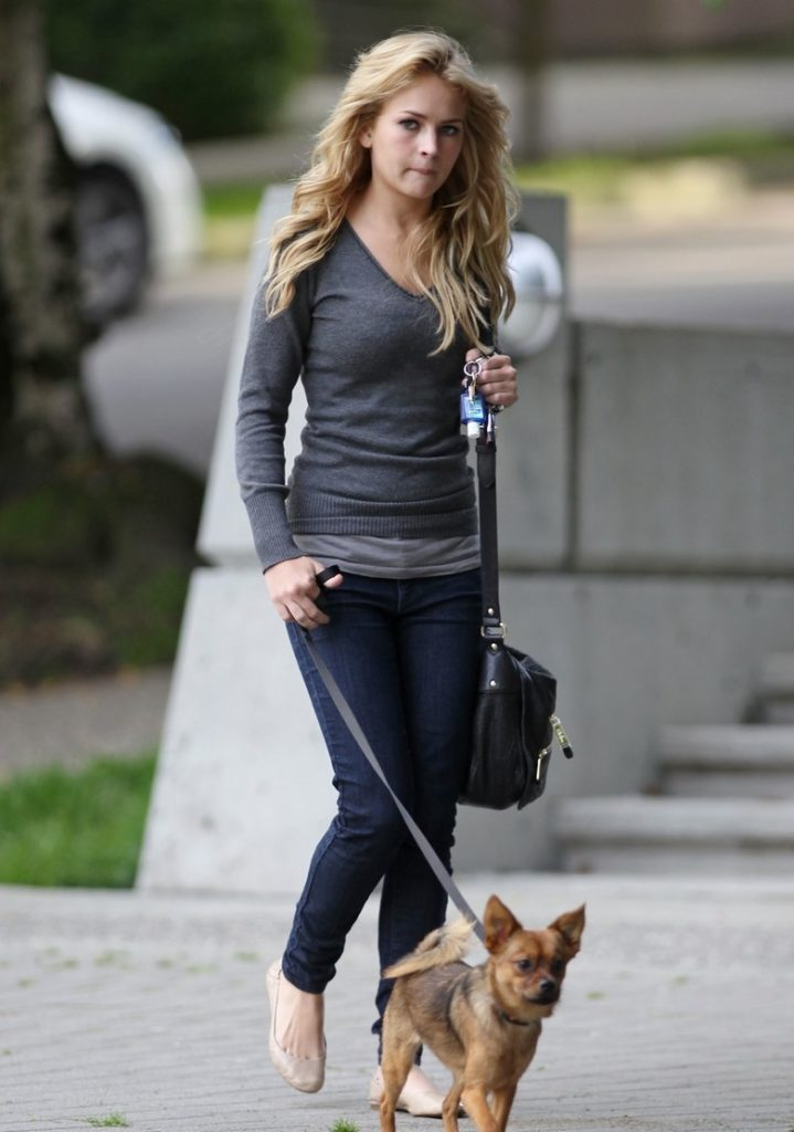 Britt Robertson Hot Images With Dog