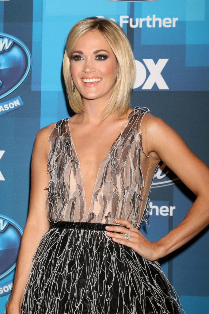 Carrie Underwood Braless Pics