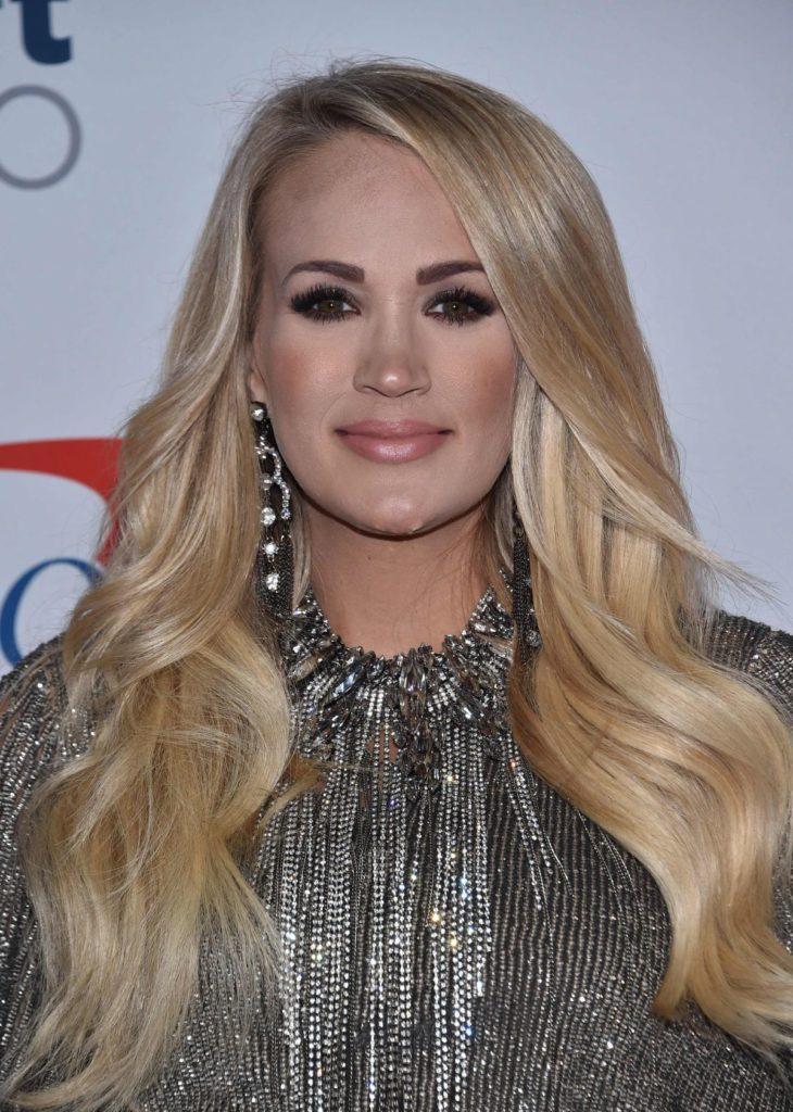Carrie Underwood Cute Smile Pics