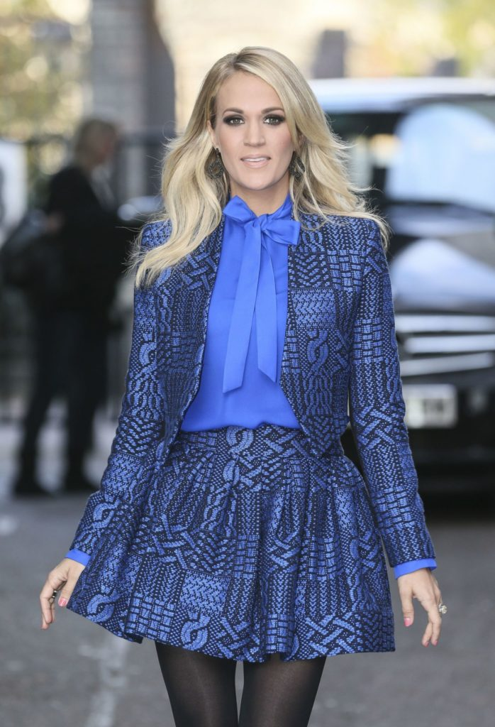 Carrie Underwood In Short Dress Images