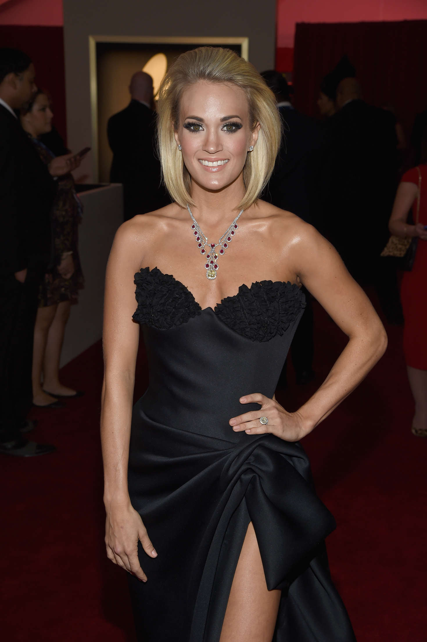 41 Carrie Underwood Hot Bikini Pictures - Prove That She Is Sexy Singer