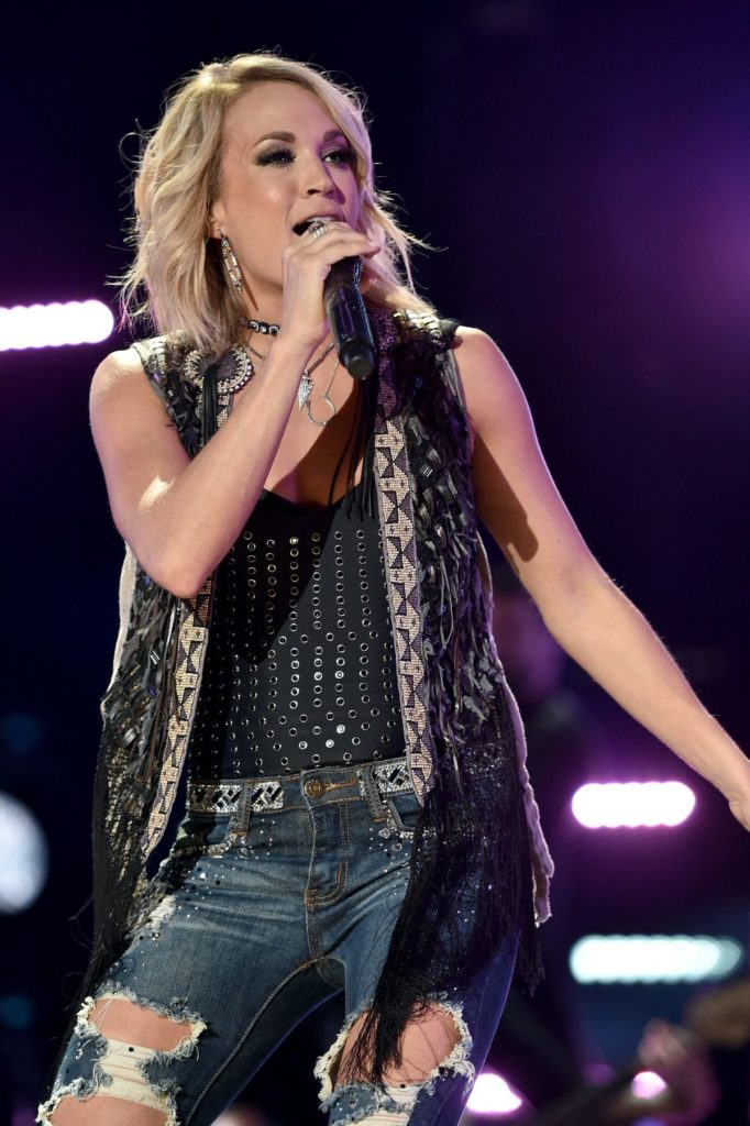 Carrie Underwood Singing Images