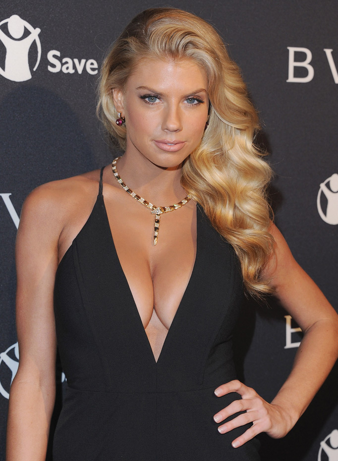 Charlotte McKinney Braless Wallpapers