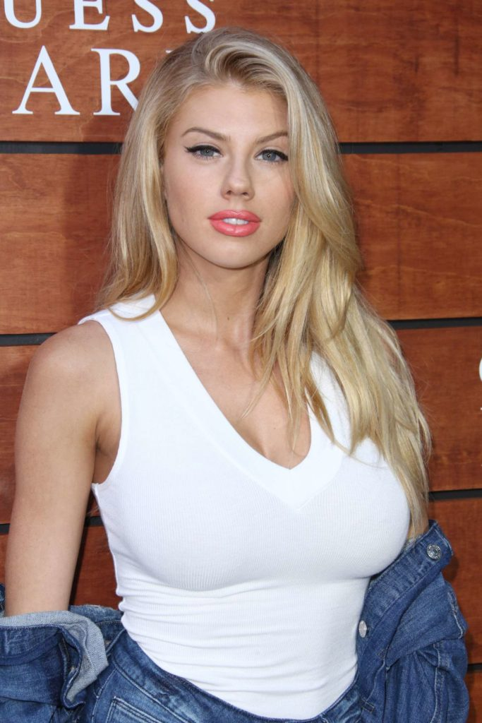 Charlotte McKinney Sexy Wallpapers