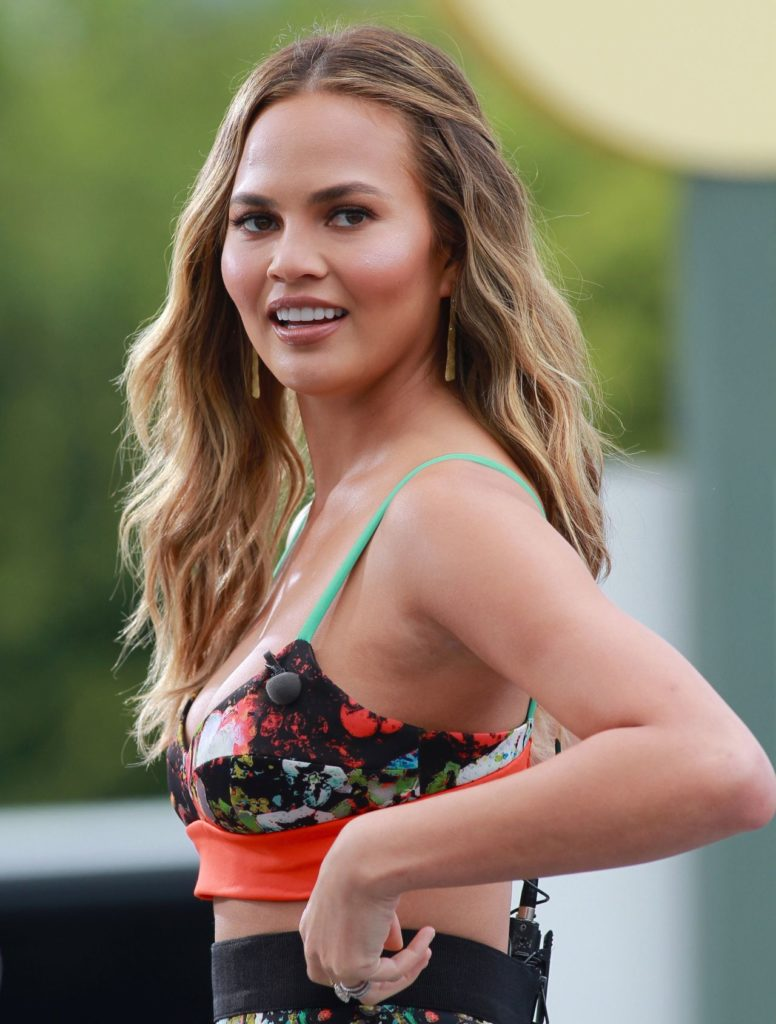 Chrissy Teigen Bra Wallpapers