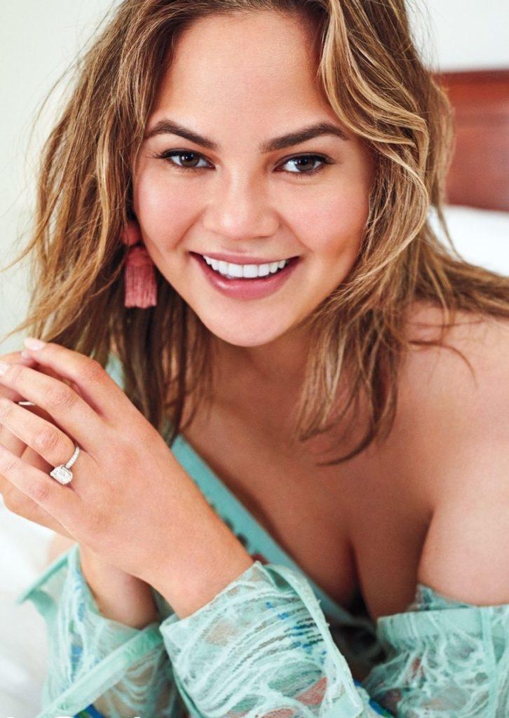 Chrissy Teigen Cute Smile Images
