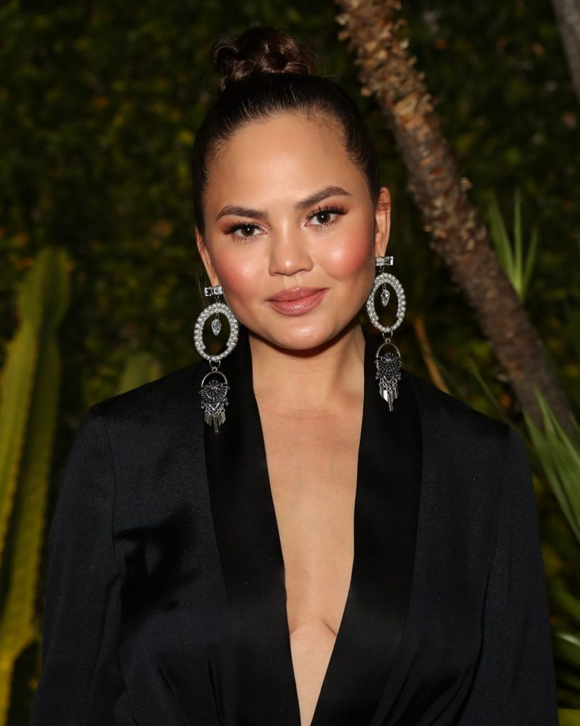 Chrissy Teigen Makeup Photos