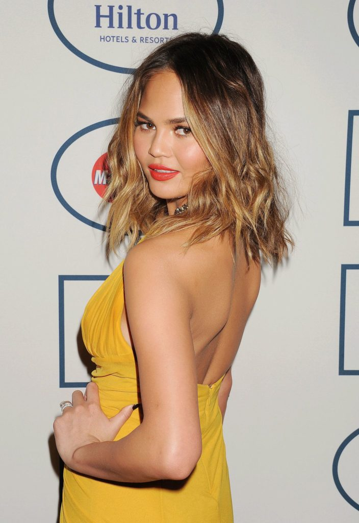 Chrissy Teigen Sexy Look In Backless Clothes Images