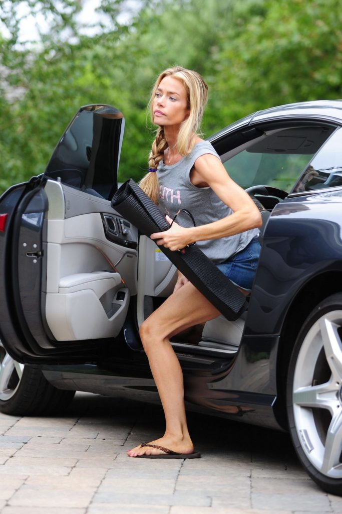 Denise Richards Sexy Look Images
