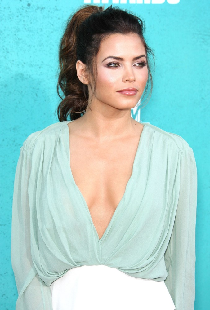 Jenna Dewan Bra Cleavage Photos