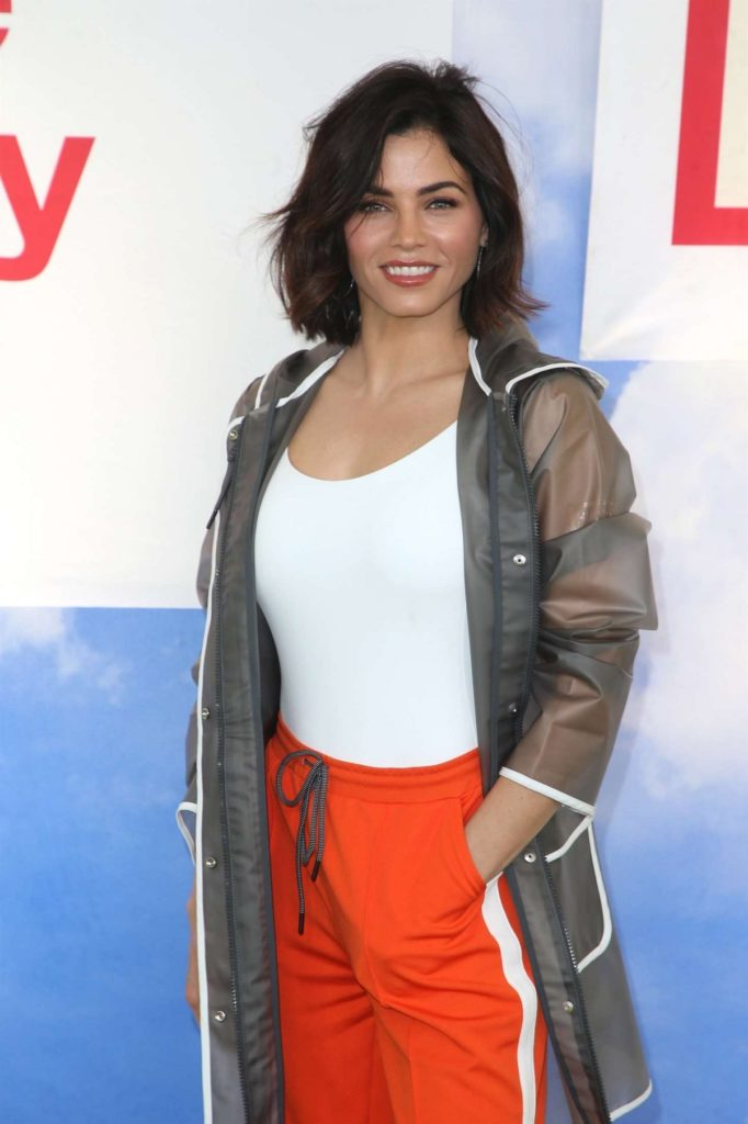 Jenna Dewan In Yoga Pants Pics