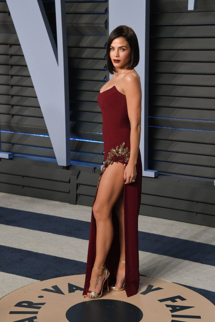 Jenna Dewan Sexy Pose Pics
