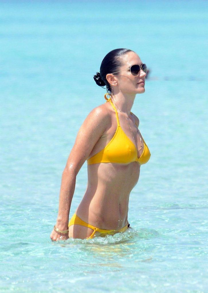 Jennifer Connelly Bikini Bra Wallpapers