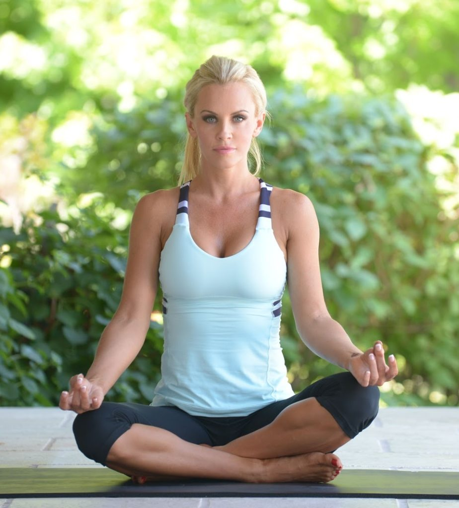 Jenny McCarthy Yoga Pants Pictures
