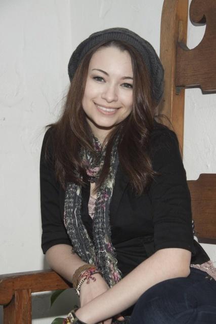 Jodelle Ferland Without Makeup Pics