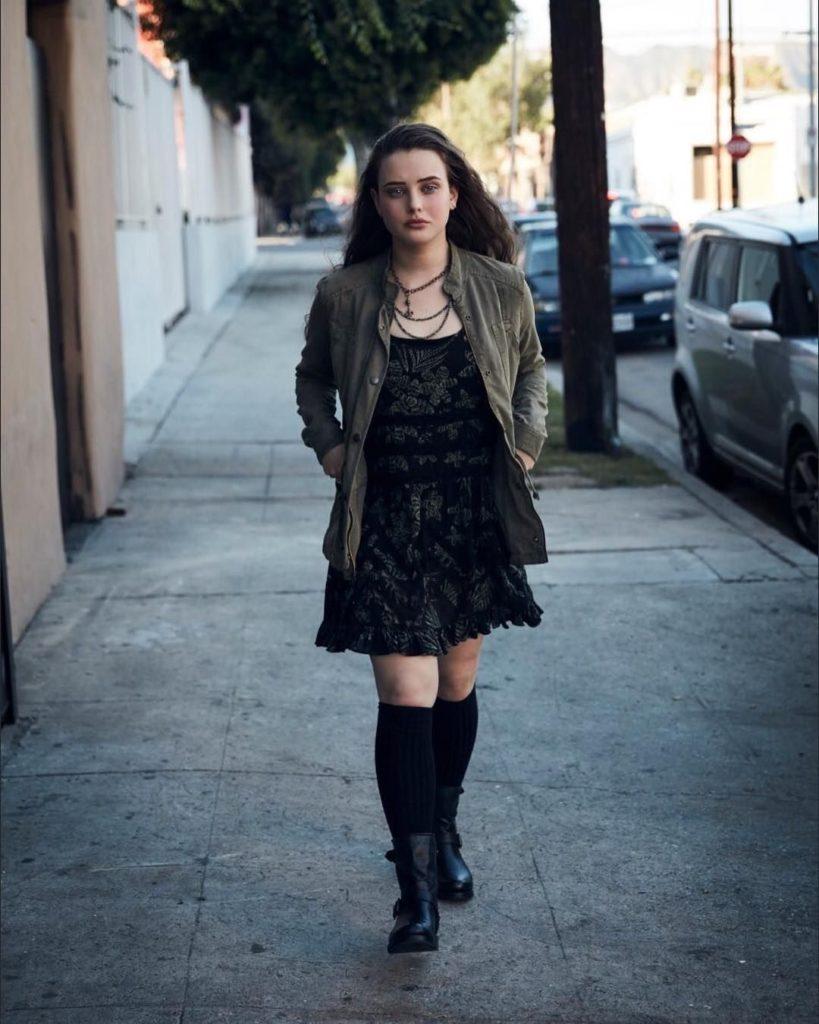 Katherine-Langford-Shorts-Wallpapers