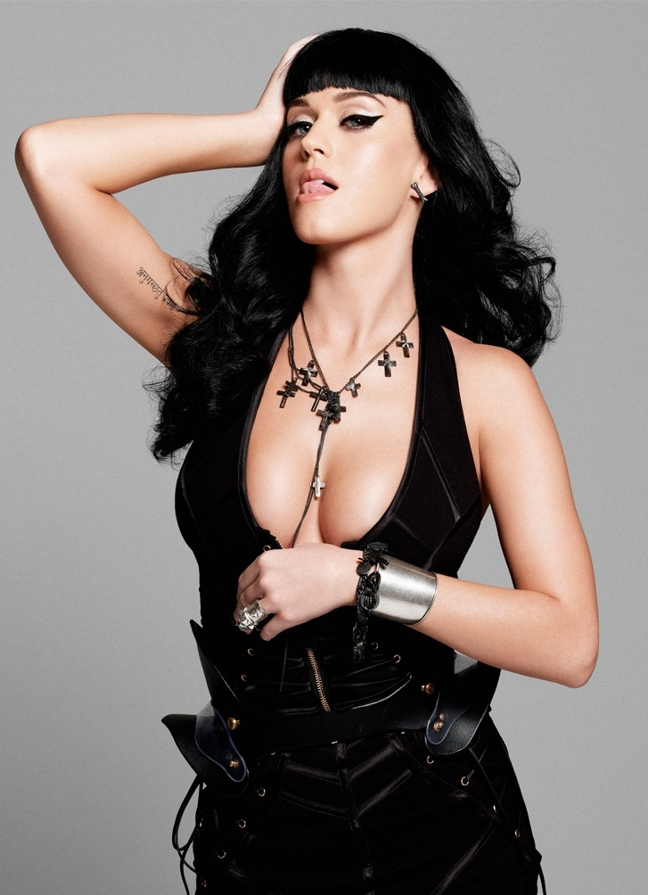 Katy-Perry-Without-Bra-Pics