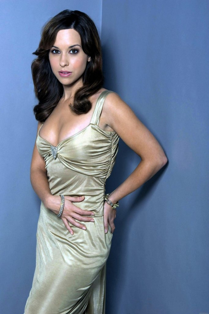 Lacey-Chabert-Bold-Images