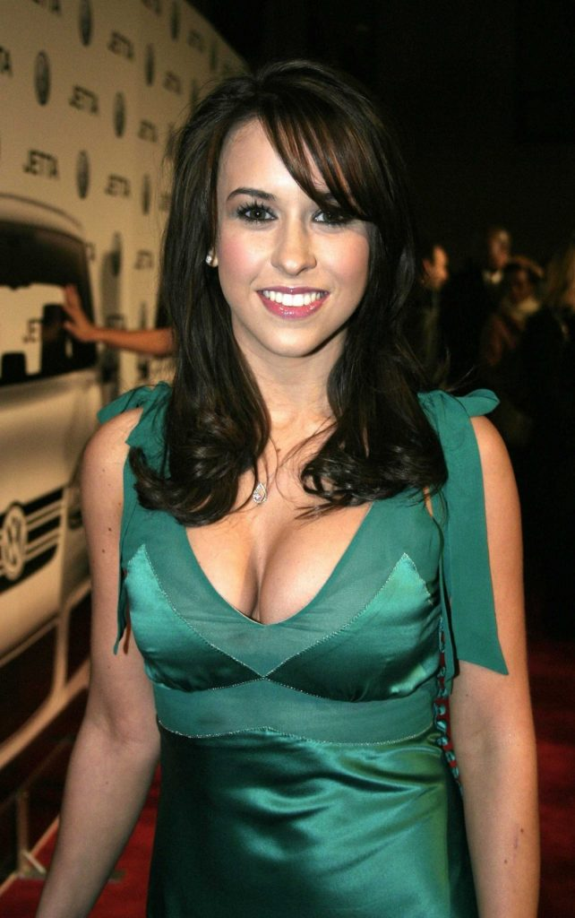 Lacey-Chabert-Boobs-Images