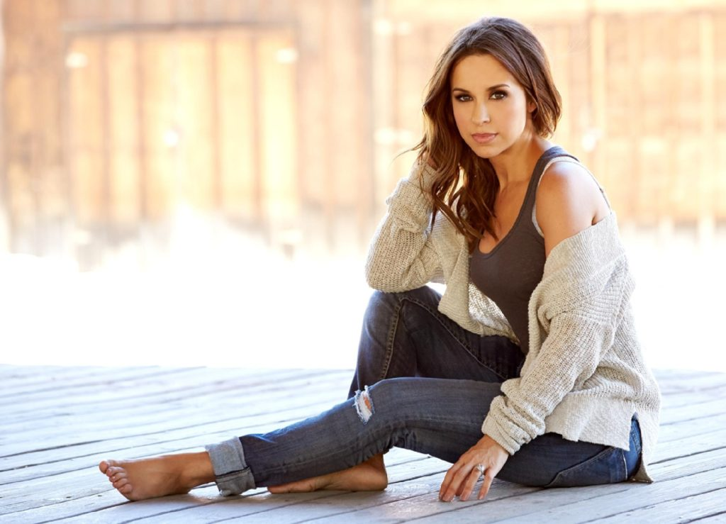 Lacey-Chabert-Jeans-Images