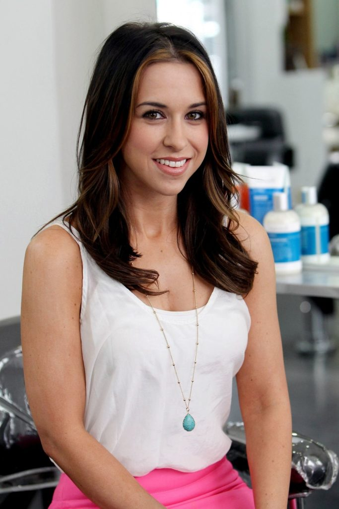 Lacey-Chabert-Sexy-Smile-Pics