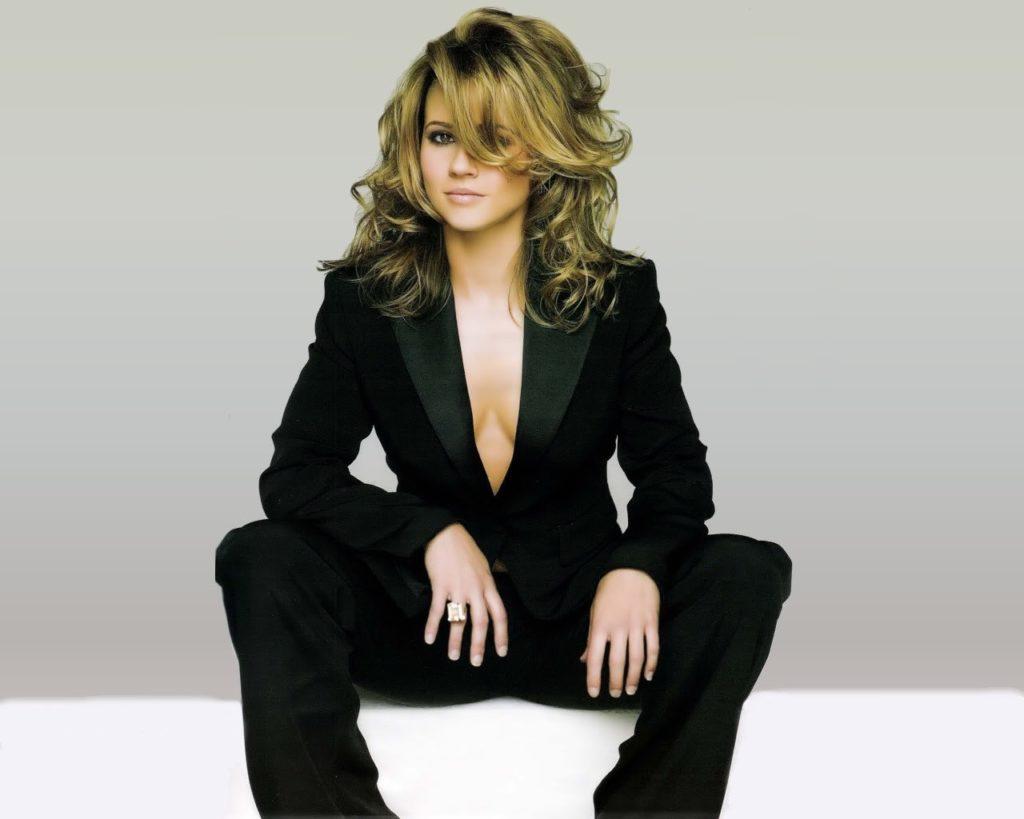 Linda-Cardellini-Cute-Pics
