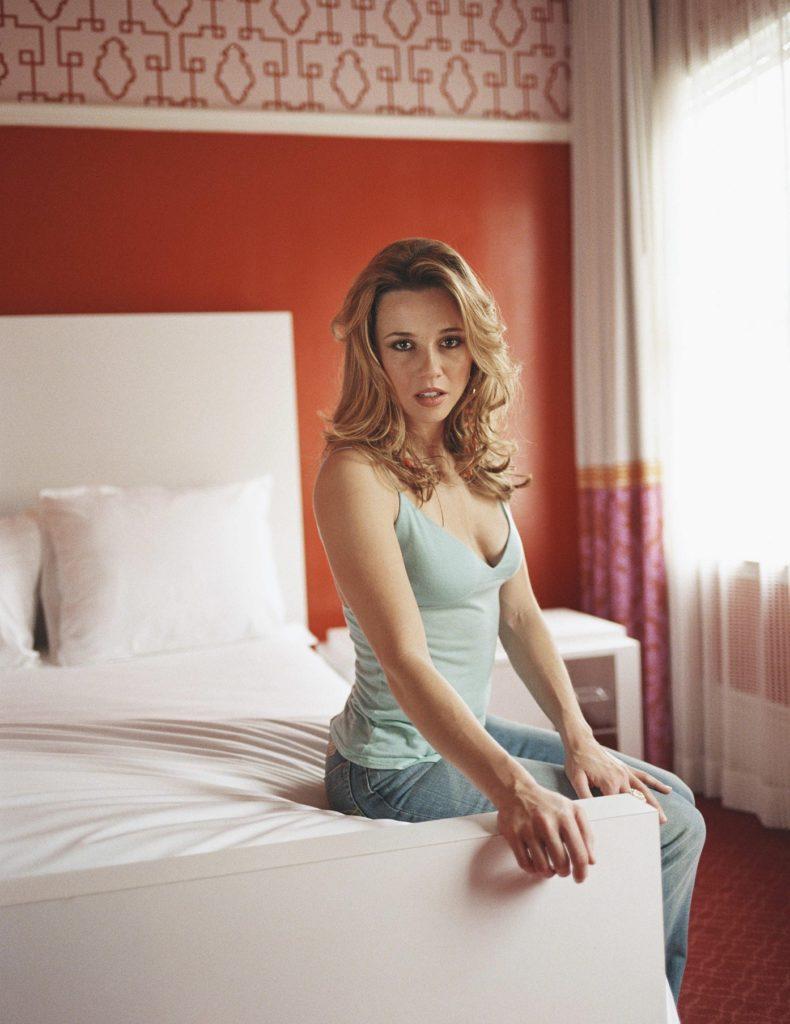 Linda-Cardellini-Jeans-Pictures