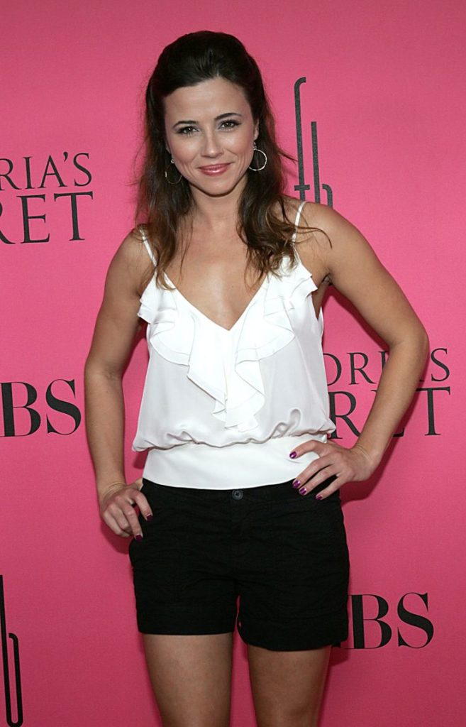 Linda-Cardellini-Muscles-Images