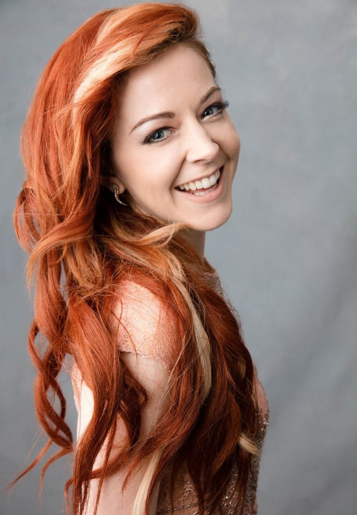 Lindsey-Stirling-Cute-Smile-Pics