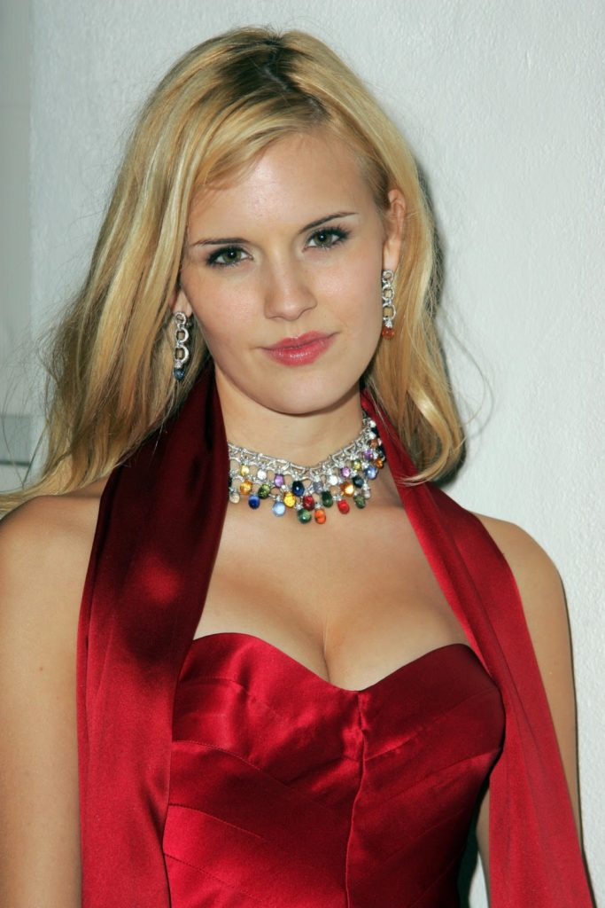 Maggie Grace Braless Wallpapers