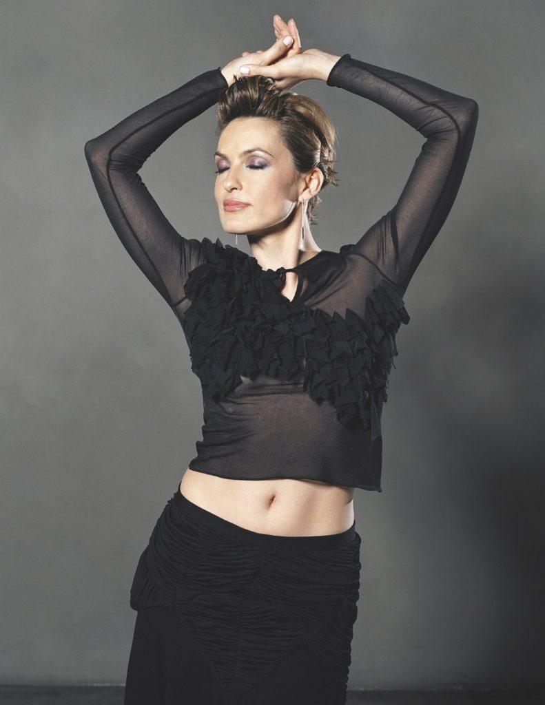 Mariska Hargitay Navel Photos