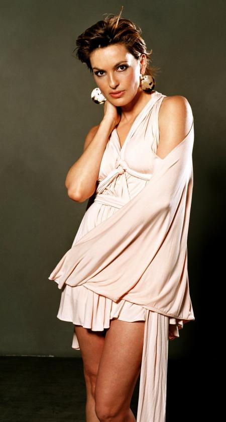 Mariska Hargitay Thighs Pics