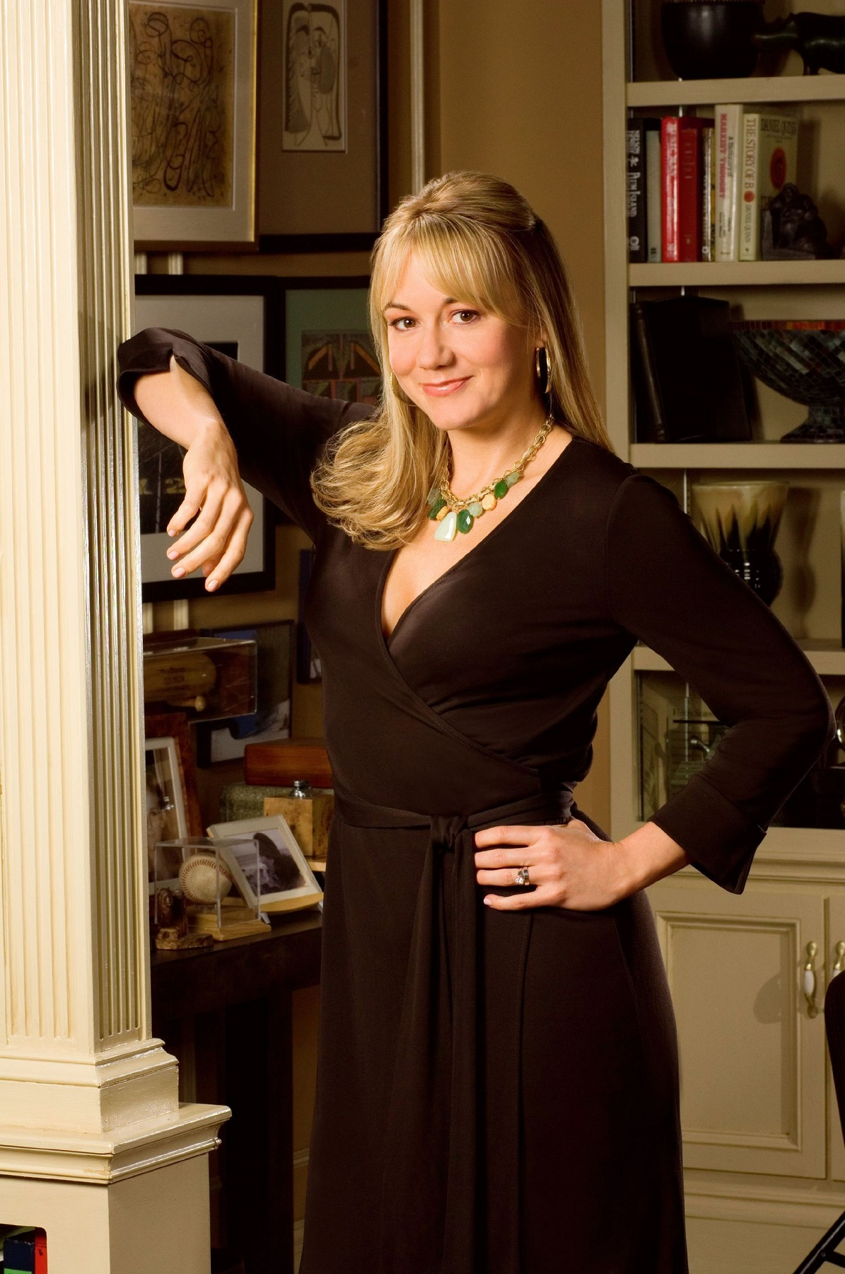 Megyn Price Hottest Bikini Pictures - Show Her Sexy Beauty